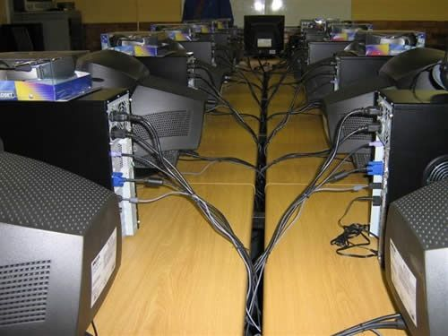 LAN Party Tips: How To Organize an Awesome LAN Party desksetup