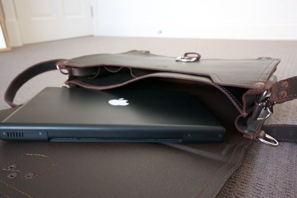 Saddle Up! Leather Laptop Bags & iPad Sleeves Up For Grabs [Giveaway] IMG 1978