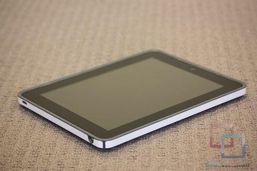 MakeUseOf Review & Giveaway: CandyShell iPad Case by Speck IMG 2111