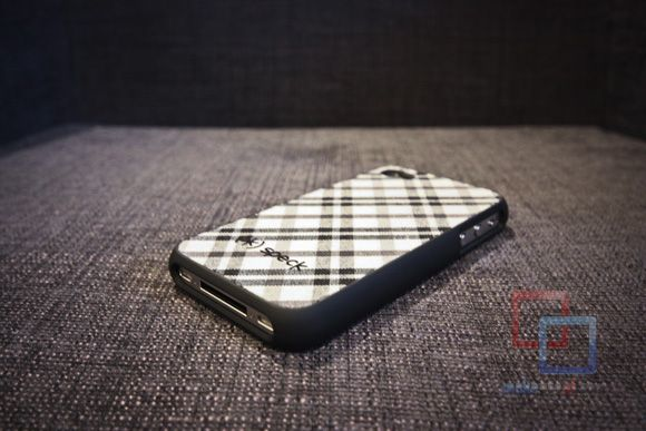 MakeUseOf Review & Giveaway: Fitted iPhone 4 Case by Speck IMG 2156 copy