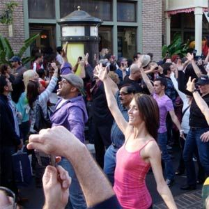 "5 Websites To Tell You Where The Next ""Flash Mob"" Is Going To Take Place Or To Organize One Yourself"