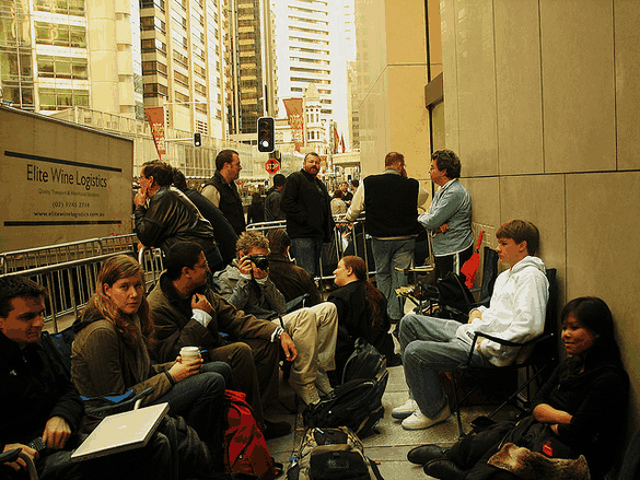 Why You Should Never Queue For New Gadgets [Opinion] Apple Queue