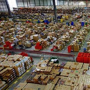 A Peek Inside Online Retailers' Warehouses [INFOGRAPHIC]