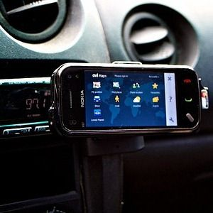 3 Interesting DIY Ways To Set Up a Tablet or Smartphone Car Mount