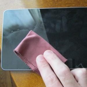 how to clean smartphone screen