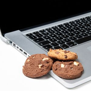 What's A Cookie & What Does It Have To Do With My Privacy? [MakeUseOf Explains]