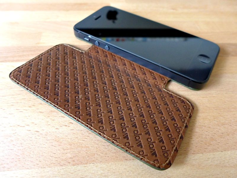 vaja nuova pelle iphone case