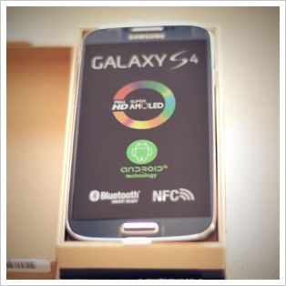 Samsung Galaxy S4 Review and Giveaway
