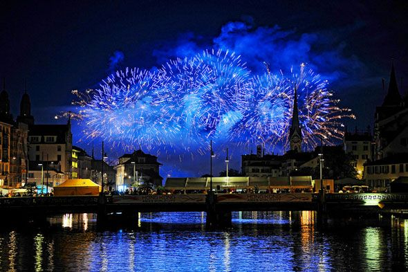 How To Photograph a Fireworks Display blue