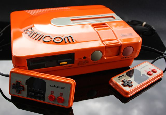 15 Awesome Custom-Painted Nintendo Consoles and Controllers nintendo 12