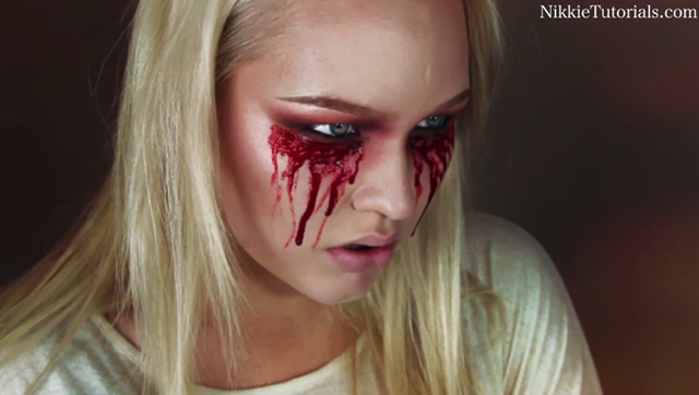 11 Hideously Scary Halloween Makeup Ideas You Can Borrow From The Web bleeding eyes4