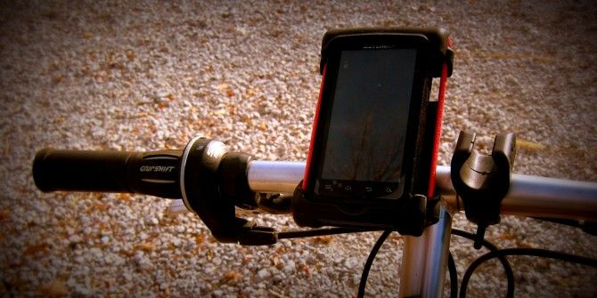 Want To Mount Your Smartphone On Your Bike? It's This Easy