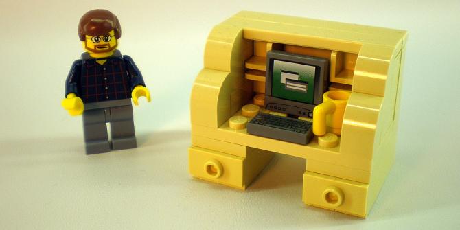 6+ Cool Work Desks Every Freelancer Should Own