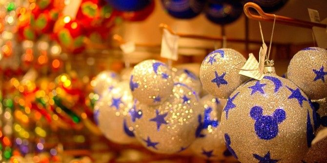 10 christmas decorations you can easily make from recycled materials
