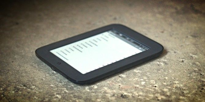 What's the Difference Between E-Readers and Tablets?