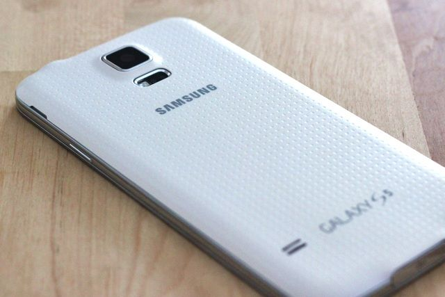 Samsung Galaxy S5 Review and Giveaway samsung galaxy s5 review 4