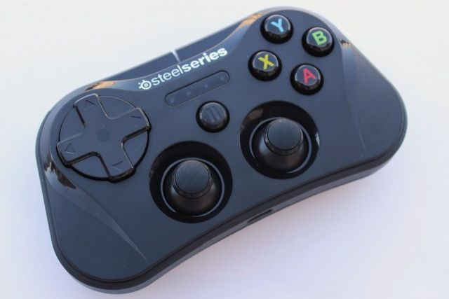 SteelSeries Stratus iOS Game Controller Review And Giveaway steelseries stratus review 2