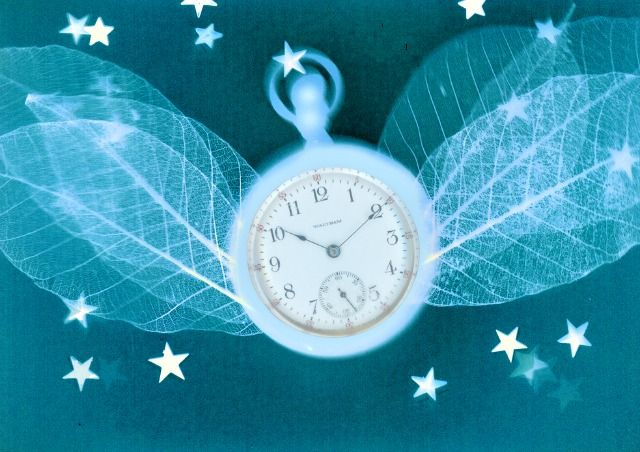 clock-with-wings
