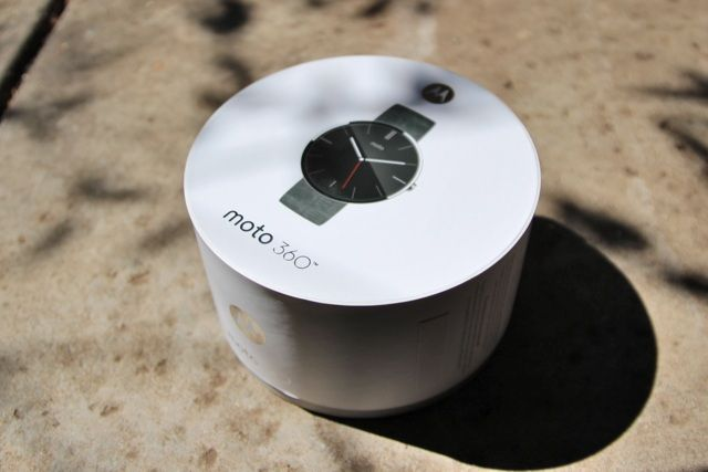 Motorola Moto 360 Android Wear Smartwatch Review and Giveaway motorola moto 360 android wear smartwatch review 1