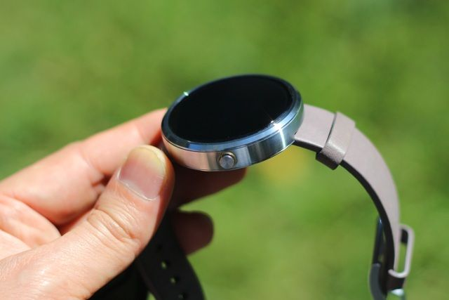 Motorola Moto 360 Android Wear Smartwatch Review and Giveaway motorola moto 360 android wear smartwatch review 9