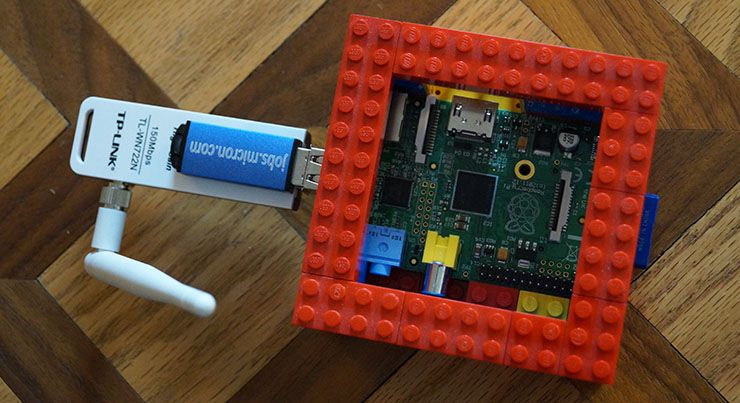 Build Your Own Wireless Dead Drop For File Sharing piratebox in case