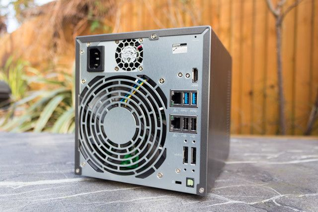 asustor as7004t nas - rear ports