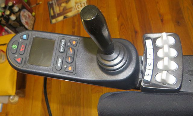 iPortal Enables Wheelchair Users To Have iPhones Too chair joystick
