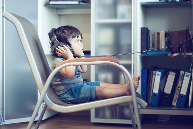 kid-listening-music-headphones