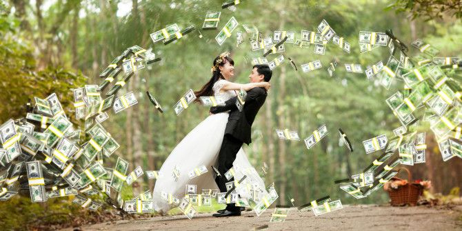 8 Websites to Help You Save Money on the Cost of a Wedding