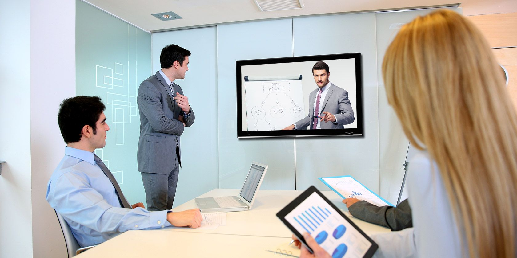 5 Tools to Give an Online Presentation From Anywhere