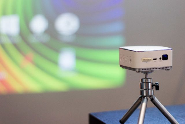 iDea Pico Projector Review - projecting