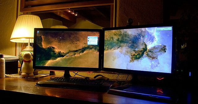 Your Windows Taskbar Should Be Vertical, Here's Why monitors 640x338