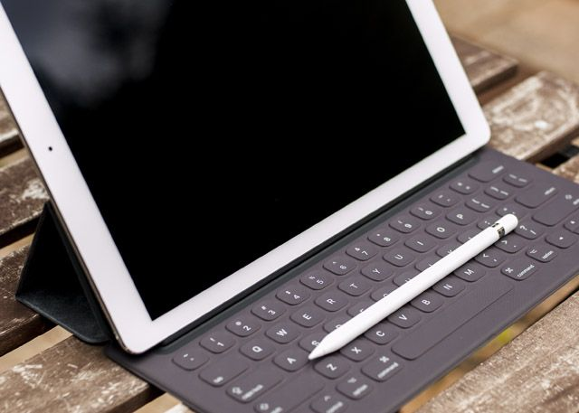 iPad Pro, Smart Keyboard & Apple Pencil Review ipad pro setup2