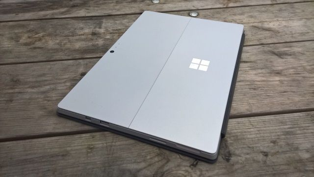 muo-reviews-surfacepro4-closed