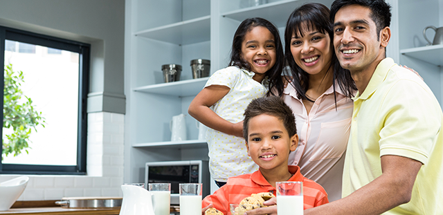 Happy-family-in-the-kitchen-at-home-ready-to-eat-biscuits-640