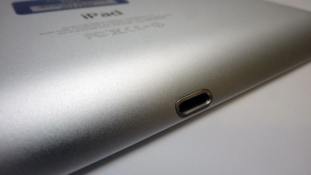 sell-ipad-back-lightning-port