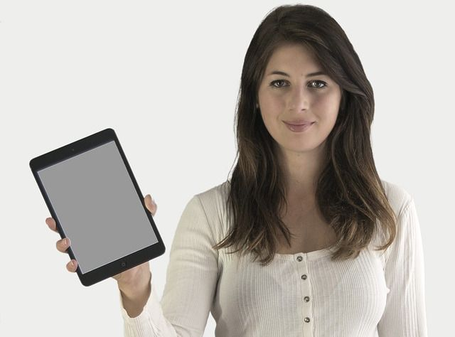 sell-ipad-woman-holding