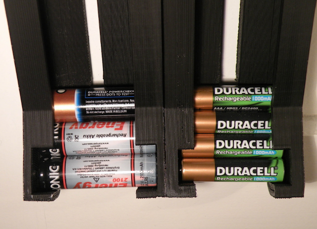 3d-printing-useful-at-home-parametric-cylindrical-battery-dispenser
