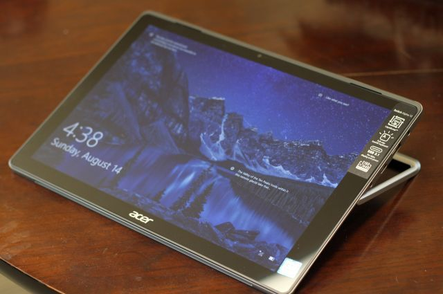 acer-switch-alpha-display-front