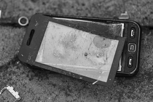 Simple Broken Phone Black and White