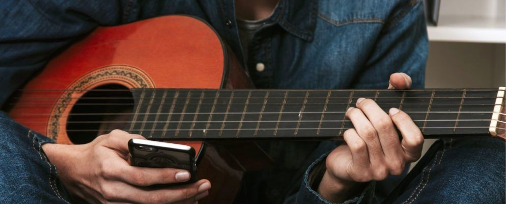 5 Free Apps That Help You Learn and Play Guitar