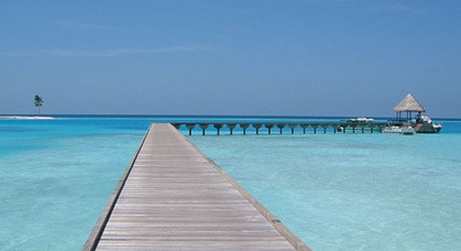 How You Can Shake Off Work Stress With Solo Travel Maldives 670x366