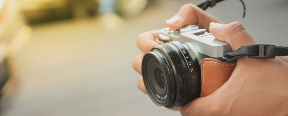 Why Mirrorless Cameras Are Better Than DSLRs for Hobbyists & Travelers