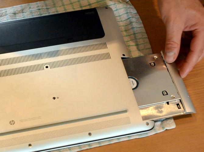 Insert HDD