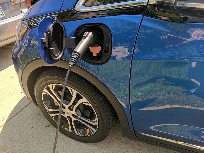Chevy Bolt EV Hands-On: Apparently, Electric Cars Don't Suck Anymore Bolt EV4