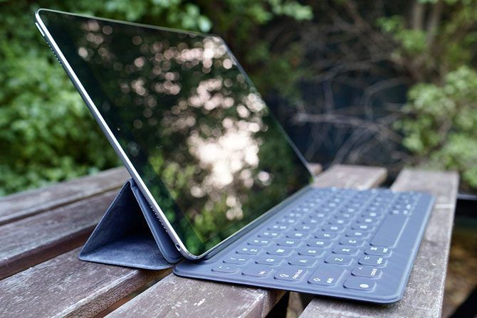 The Best Tech Gifts for Geeks ipad pro side 670x447