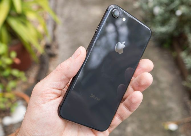 iPhone 8 Review: Smart Phone, Dumb Upgrade iphone 8 7