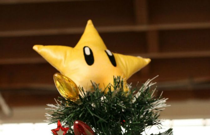 10 Christmas Decorations You Can Easily Make From Recycled Materials Star tree topper 670
