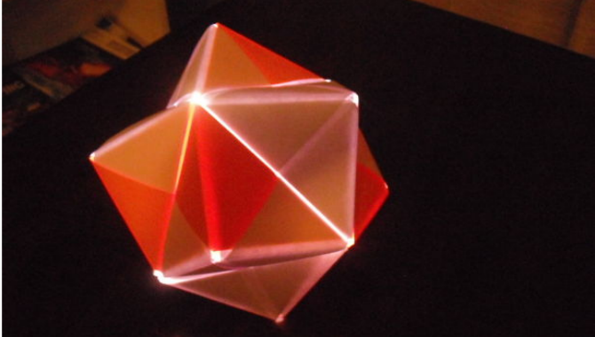 10 Christmas Decorations You Can Easily Make From Recycled Materials origami sebnibo light 670