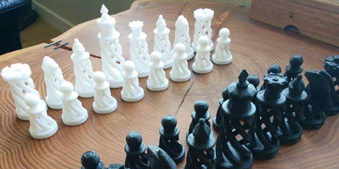 3D printed spiral chess set